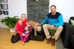 Hunden Arthur är nu hemma hos sin nya familj. Mikael, Helena Lindnord och dottern Phillipa.